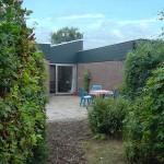 De zonnige achtertuin
